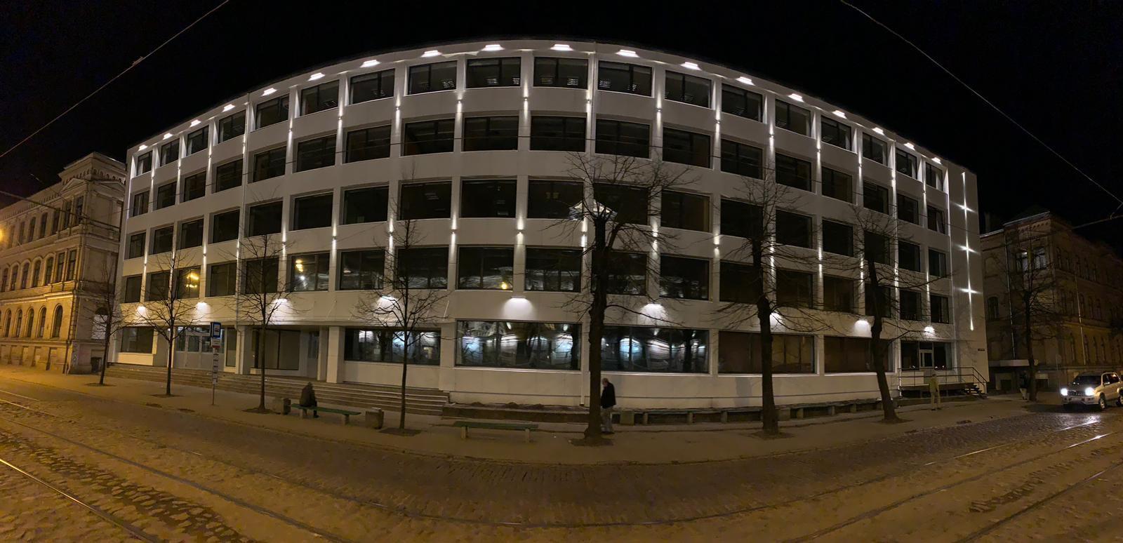 Rīgas Valsts tehnikuma ēkas fasādes dekoratīvais apgaismojums